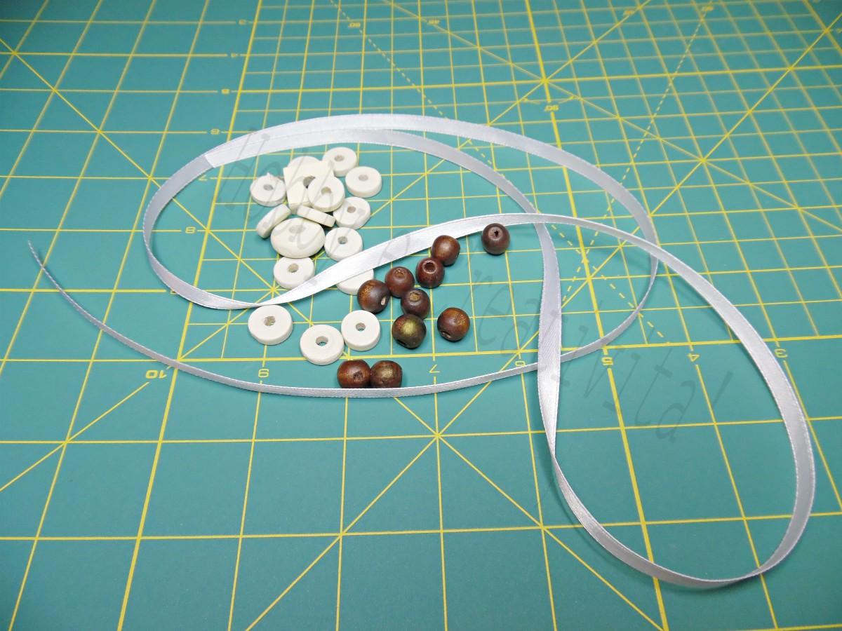 segnalibro di perle materiale