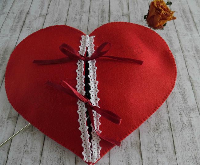 cuore in feltro per san valentino