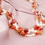 Collana di corniola e perle