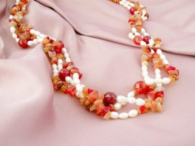 collana di corniola e perle lunga