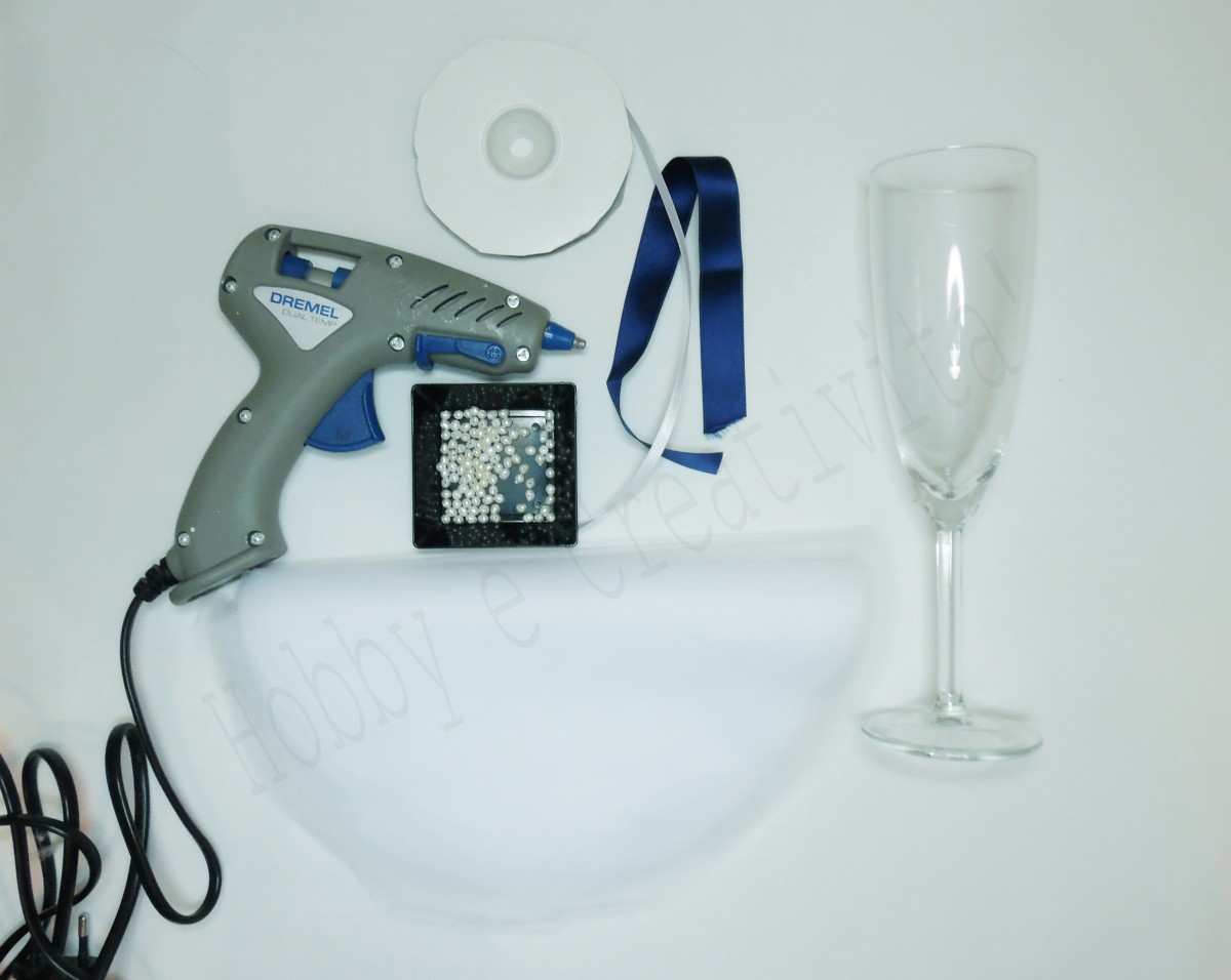 bicchieri per gli sposi materiale