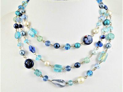 collana a tre fili in perle di vetro