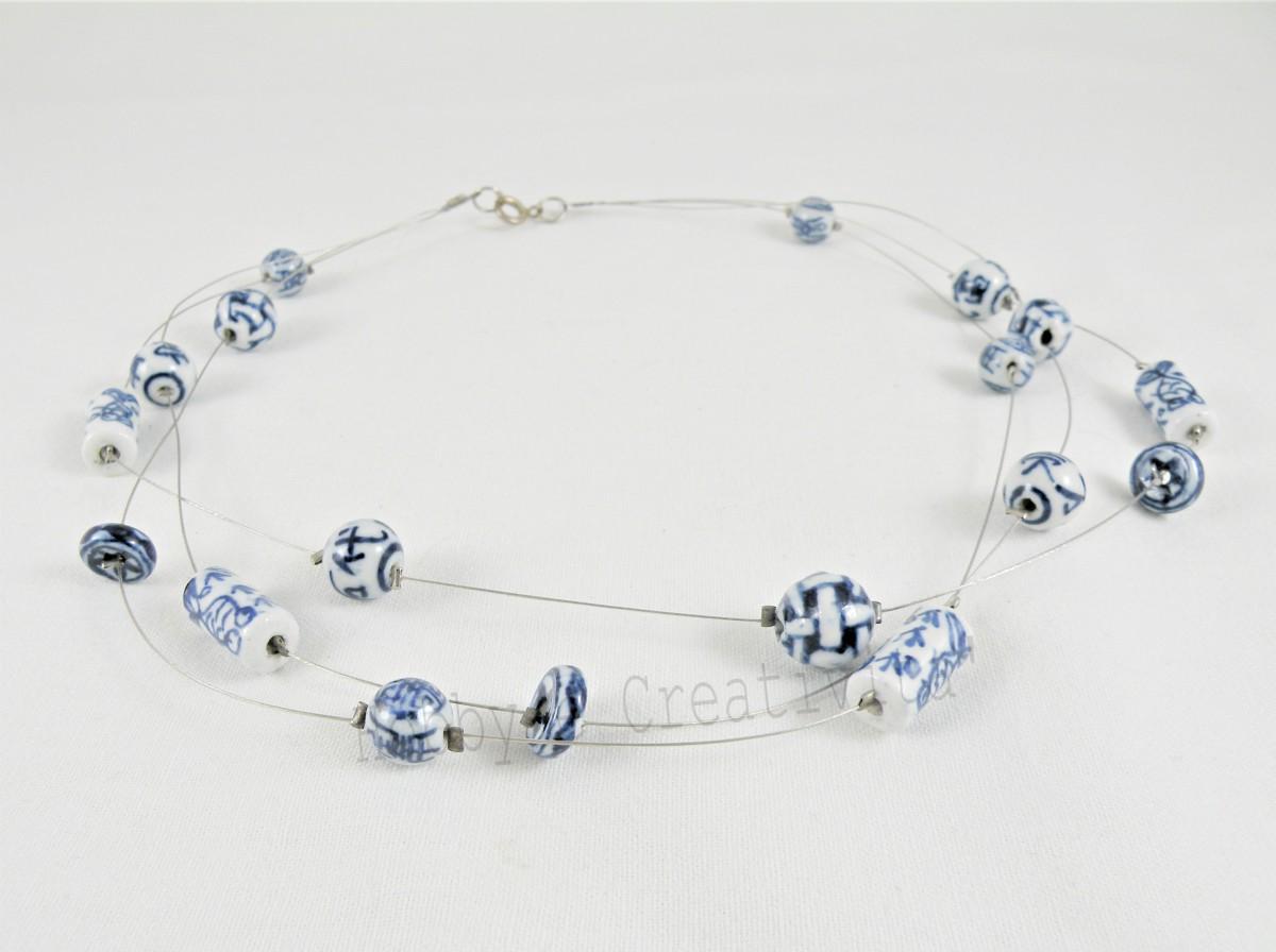 girocollo con perle di ceramica